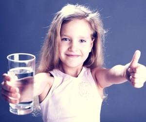опыт с водой по принципу Марии Монтессори